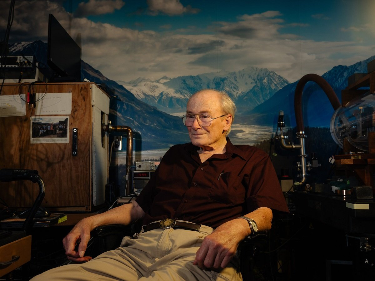 80 yaşlı amerikalı fizik işıq sürətinə yaxın sürəti yığa biləcək kosmik mühərrik kəşf edib