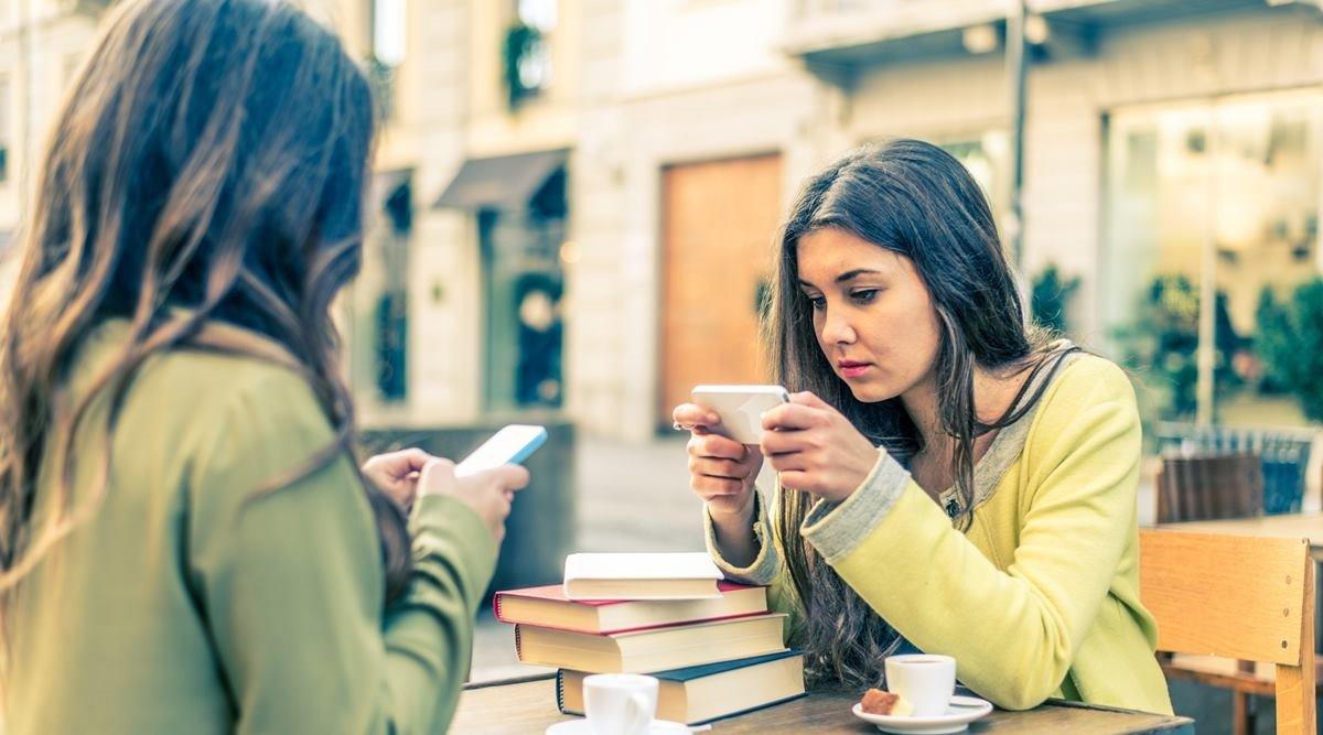Alimlər: Gün ərzində smartfondan 5 saatdan çox istifadə yeniyetmələrdə suiqəsd istəklərini artırır