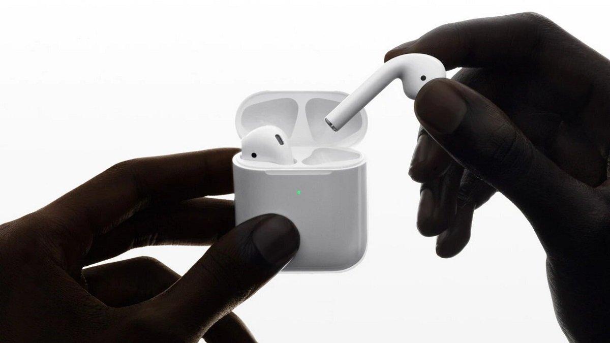 Apple bədən temperaturunu ölçə biləcək yeni nəsil AirPods üzərində çalışır