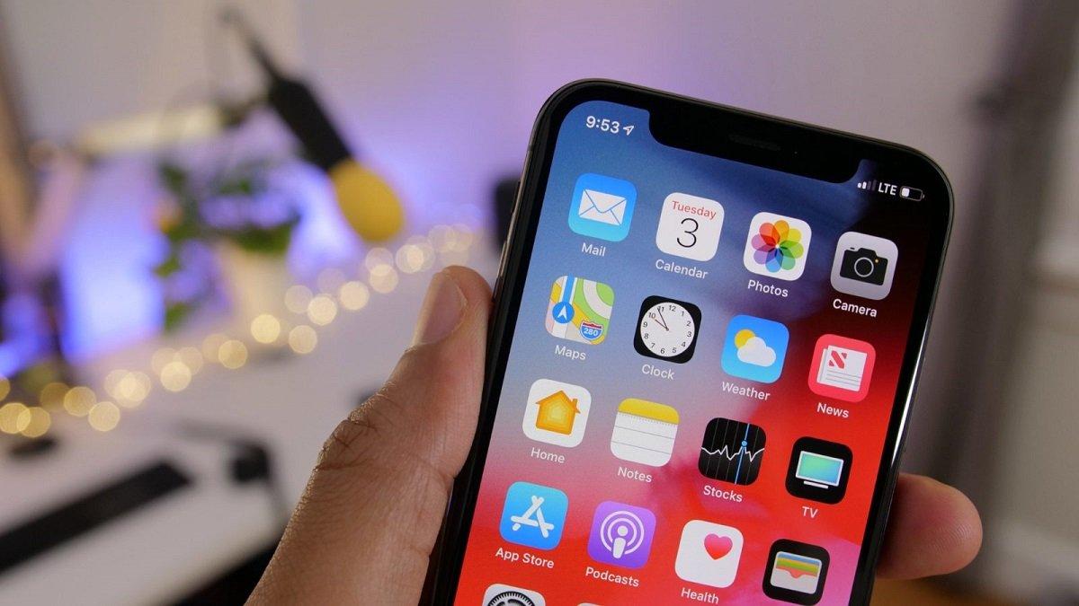 Apple şirkəti iOS daxilində reklam elanlarını göstərməyə başlayıb