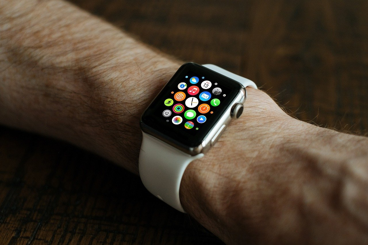 texnologiya-xeberleri/apple-smart-watch-series-3-u-teqdim-etdi-video