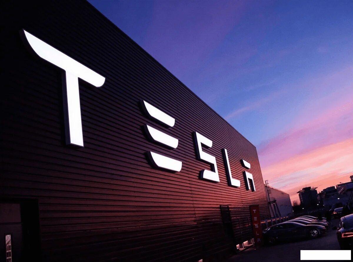'Avtomobil istehsalçıları Tesla-nın proqram təminatının analoqunu yaratmaq gücünə sahib deyillər'