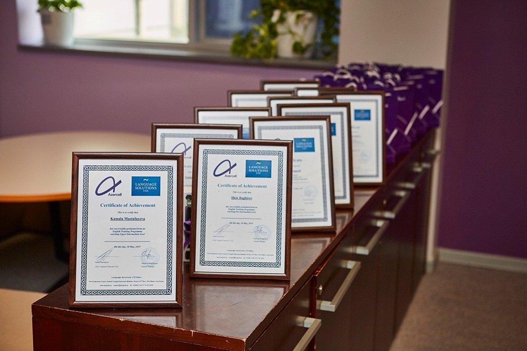 Azercell jurnalistlər üçün təşkil edilən ingilis dili kurslarının qaliblərini mükafatlandırıb
