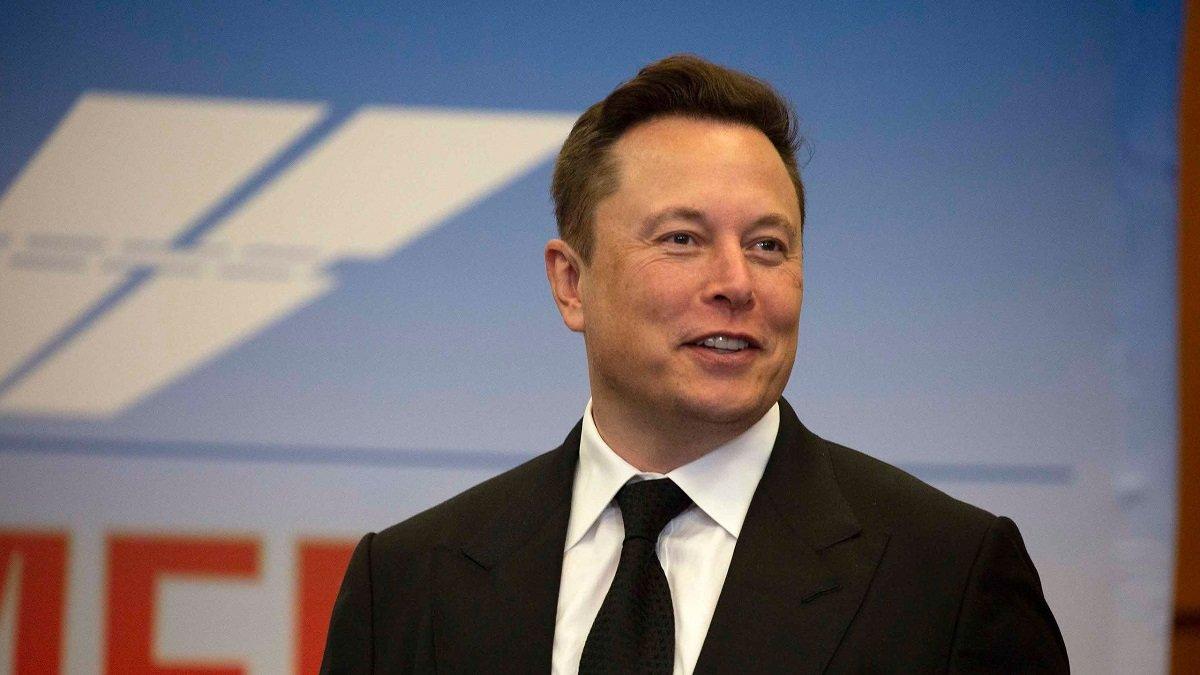 Elon Musk Apple şirkətini sərt şəkildə tənqid edib