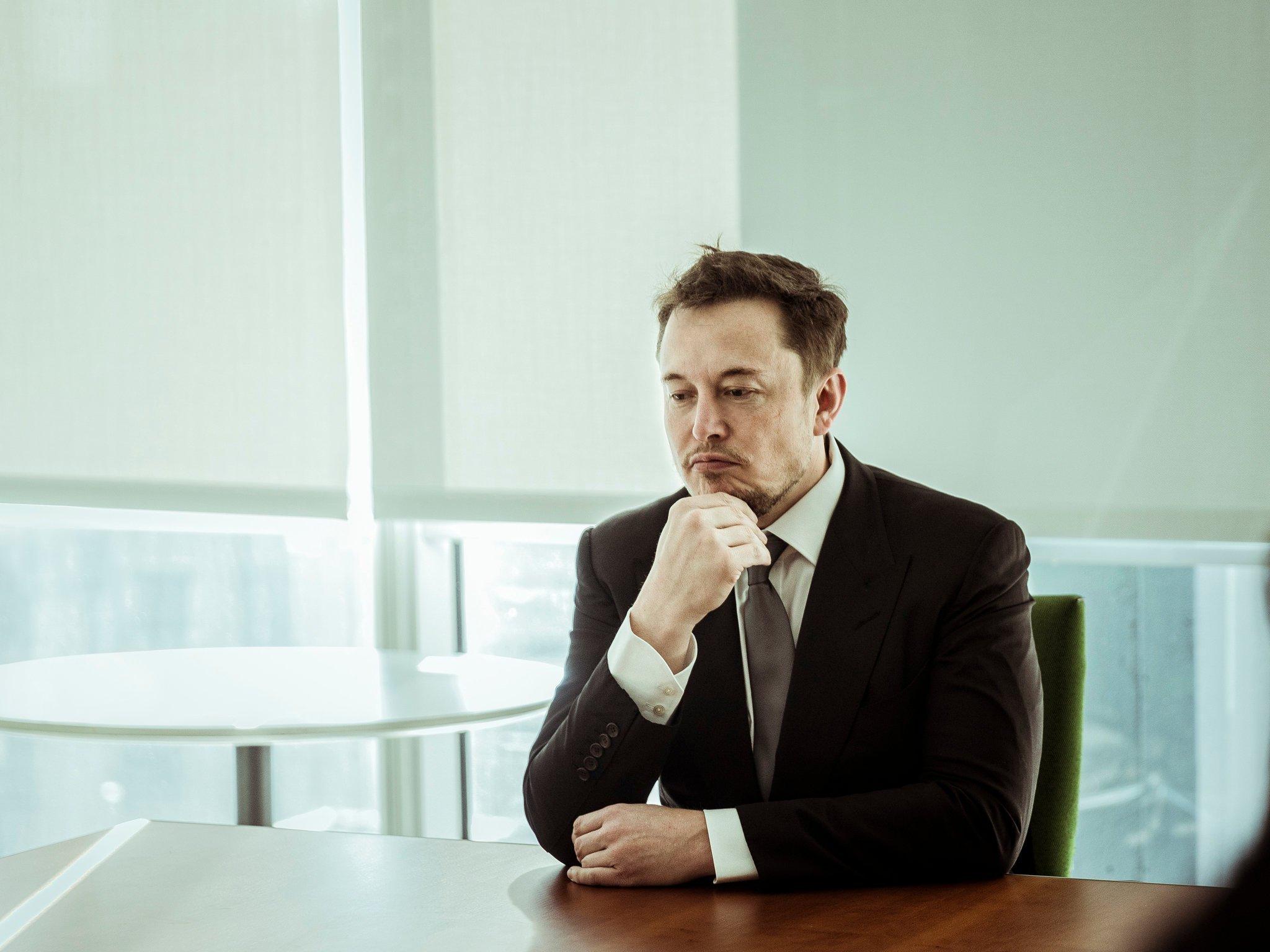 Elon Musk: 'Rəqib raket 2023-cü ilə kimi kosmosa uçsa papağımı yeyəcəm'