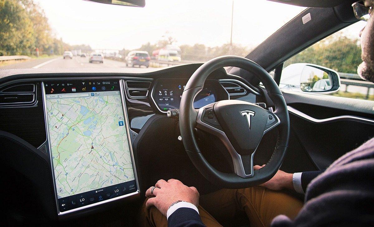 Elon Musk, Tesla-nın 5-ci səviyyəli avtopilot sisteminin nə zaman istifadəyə veriləcəyini açıqlayıb