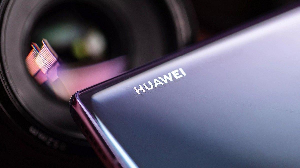 Huawei şirkəti ekranın altına inteqrasiya edilmiş ön kameraya sahib yeni smartfonun patentini aldı