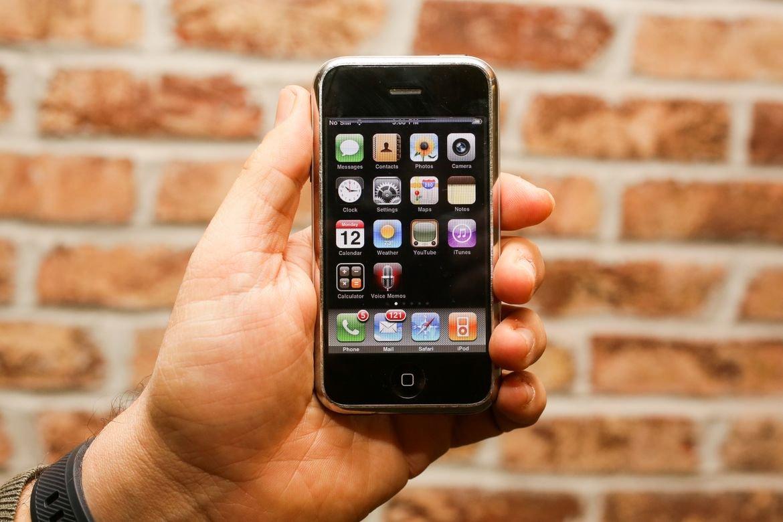 İlk iPhone modelini uğursuz hesab etmiş 'Apple' rəqibləri, smartfon haqqında nə düşünürdülər (VİDEO)