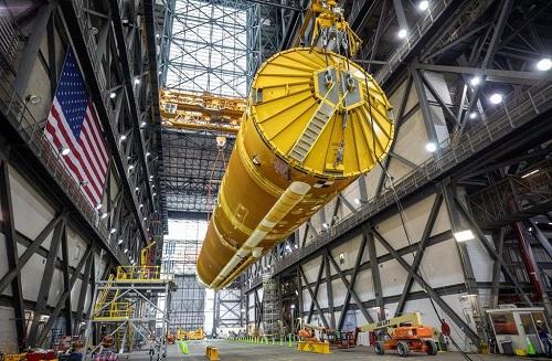 NASA agentliyi astronavtları Aya yollayacaq yeni raketini sərgiləyib