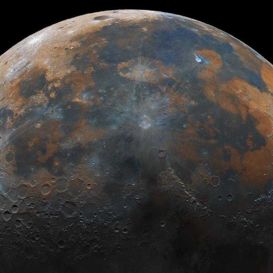 16 yaşlı həvəskar astronom 50.000 fotodan istifadə edərək Ayın yüksək detallı təsvirini yaradıb