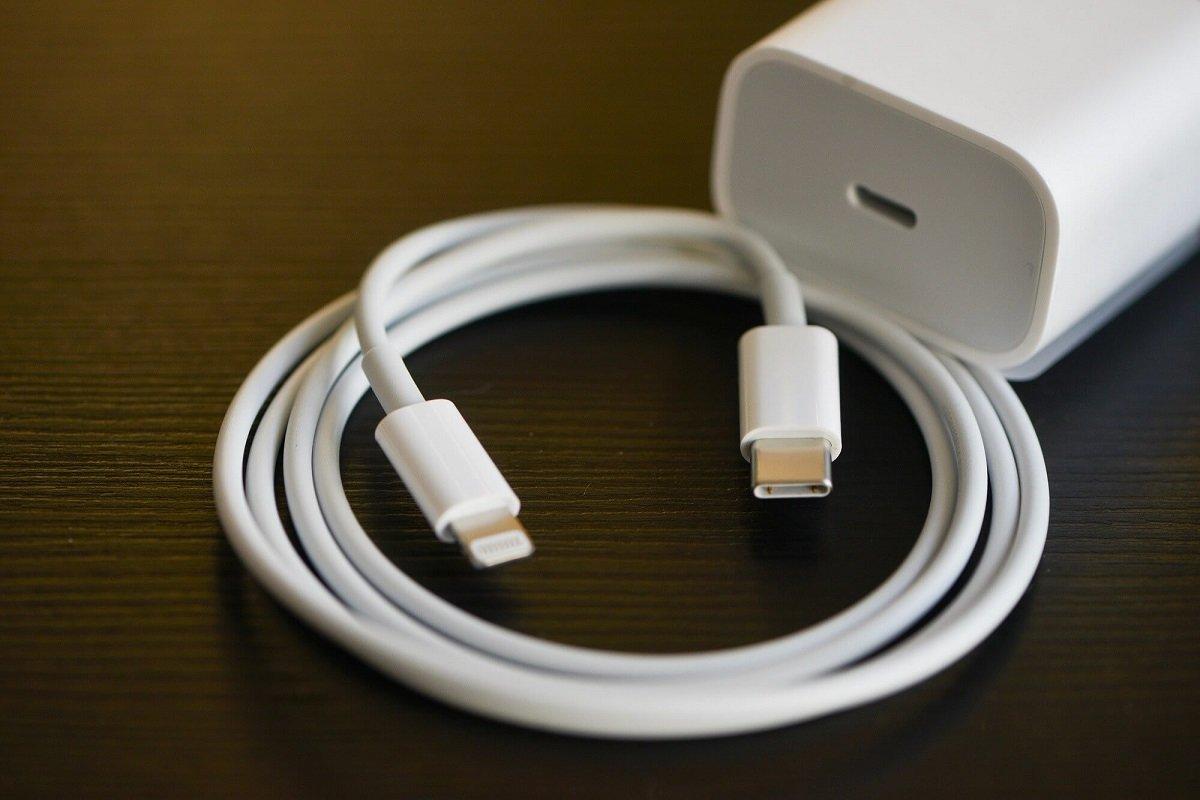 iPhone 12 üçün olan yenilənmiş Lightning şarj naqilinin real fotoları sızdırılıb
