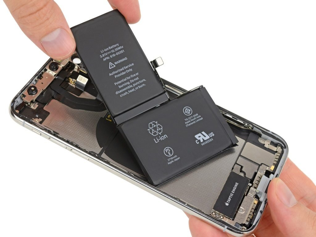 iPhone X istifadəçiləri smartfonlarındakı batareyaların tez zamanda zəiflədiklərindən şikayətçi olublar