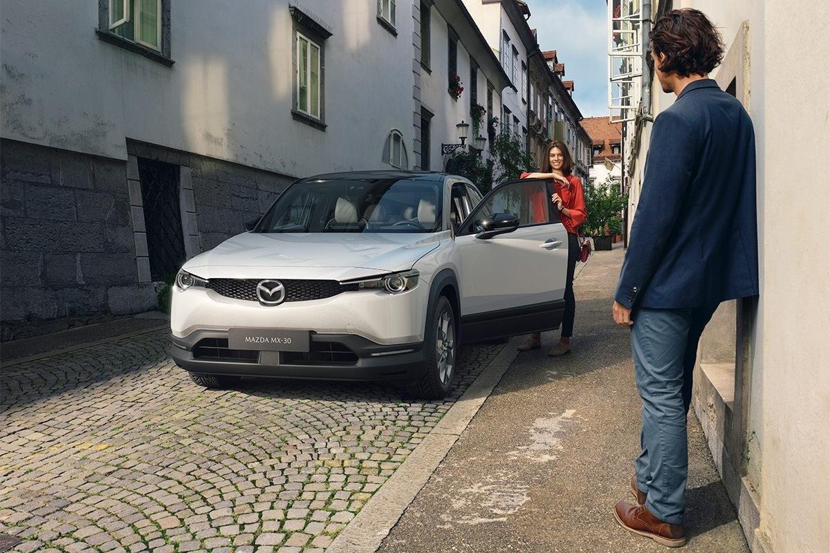 Mazda şirkəti MX-30 adlı ilk elektromobilini təqdim etdi (VİDEO)