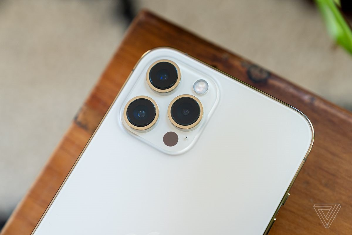 Məşhur analitik iPhone-lara periskop kameranın nə zaman inteqrasiya ediləcəyini açıqlayıb
