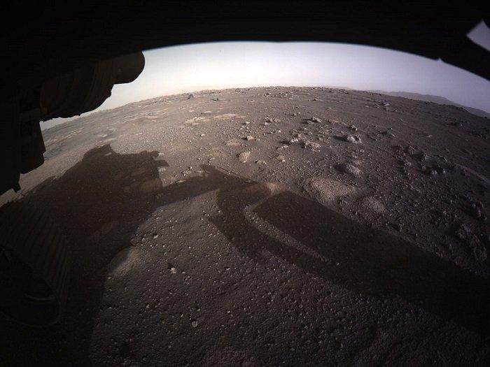 Perseverance aparatı Mars səthinin ilk rəngli fotolarını göndərib