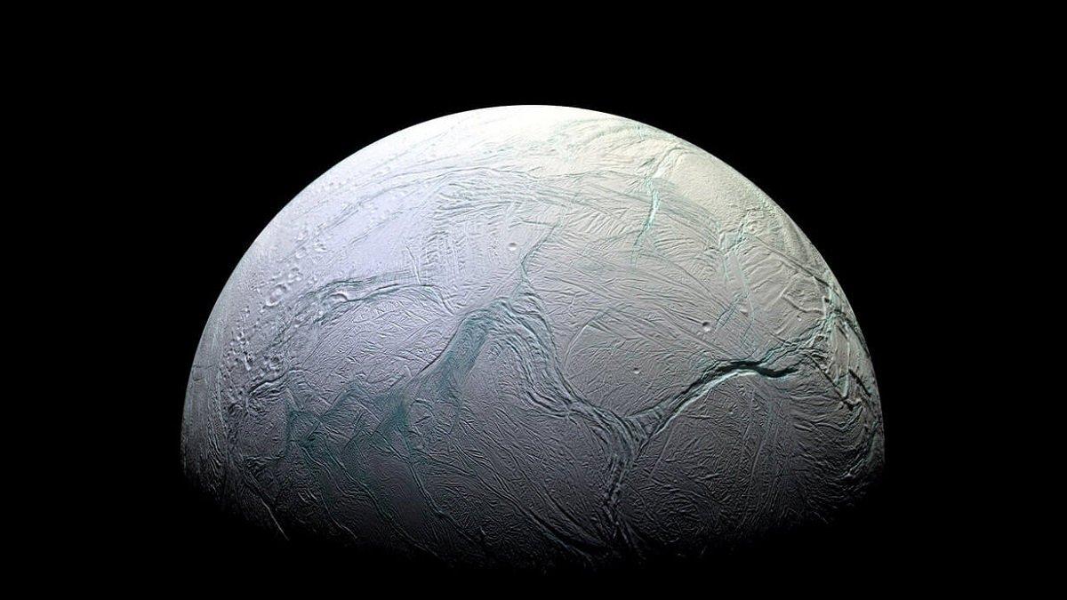 Saturnun peykində həyat növünün mövcudluğuna işarə edən iz aşkar edilib