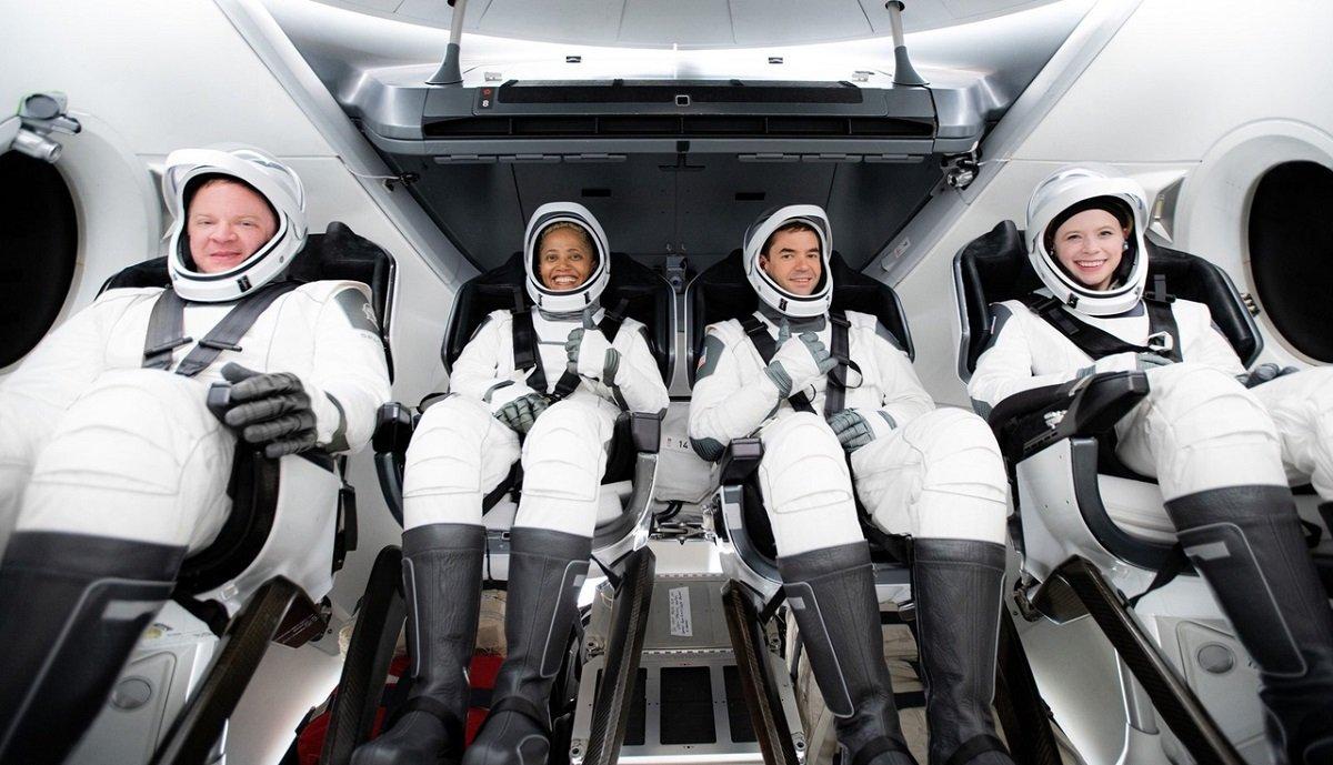 SpaceX heç bir astronavtın iştirakı olmadan 4 nəfər turisti kosmosa göndərib (VİDEO)