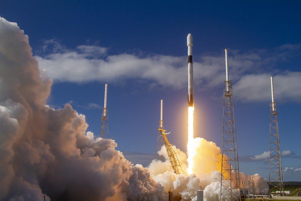 SpaceX şirkəti Starlink peyklərinin ikinci partiyasını uğurla Yer kürəsinin orbitinə göndərdi (VİDEO)