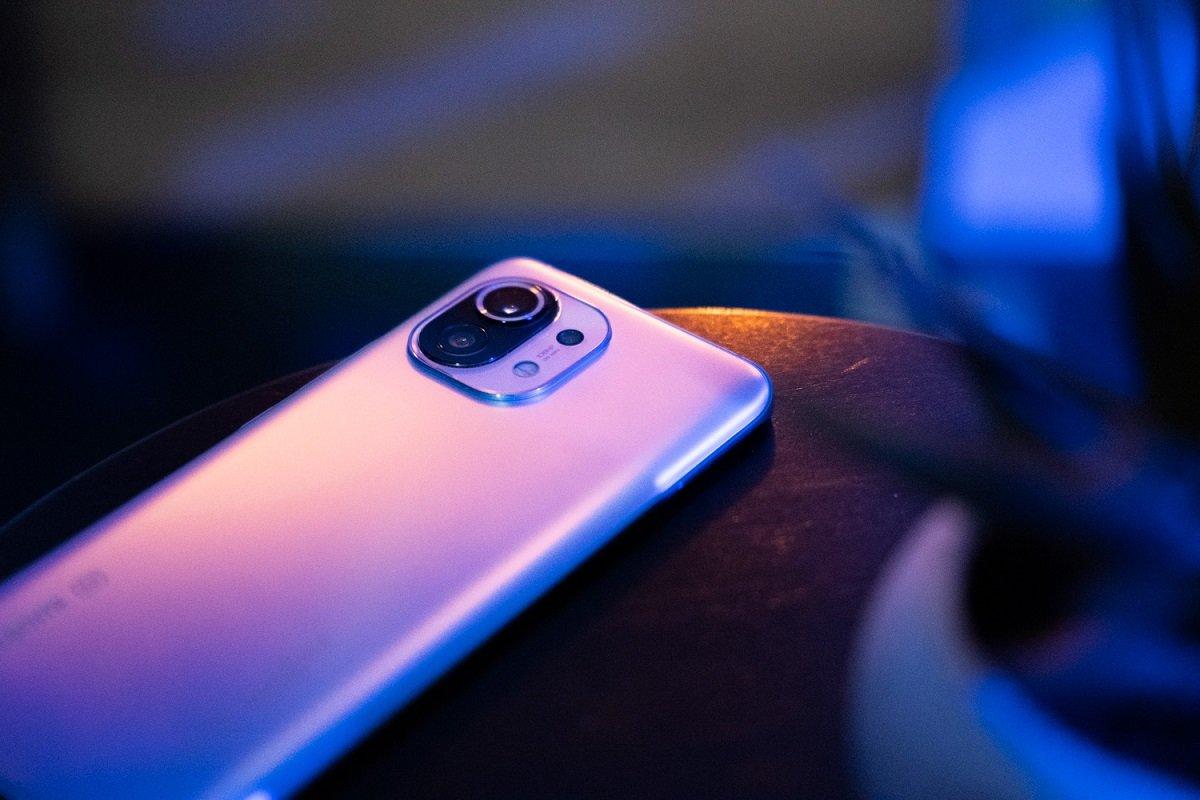 Xiaomi Mi 11 Lite smartfonunun real fotoları ortaya çıxıb