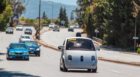 Google sürücüsüz maşını test edir