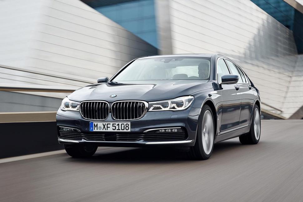 BMW 7 seriyası üçün 4 turbolu mühərrik hazırlayır