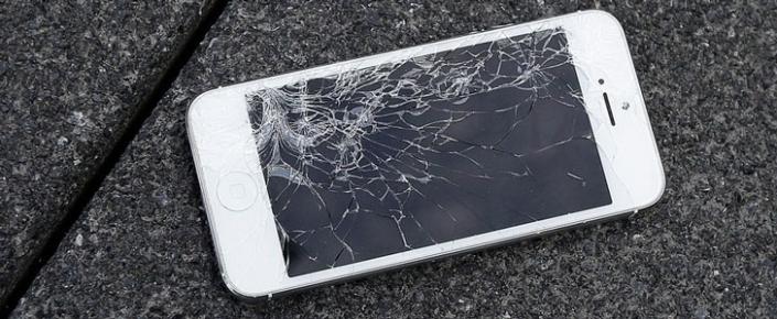 Sınmış iPhone-u geri qaytar. Apple möhtəşəm kompaniya ilə istifadəçilərini sevindirir.