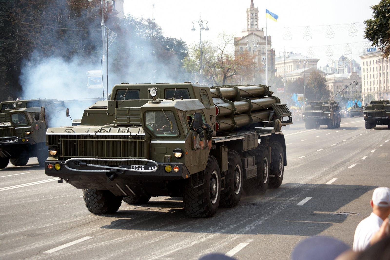 Ordumuzun ağır artilleriyası: SMERCH BM-30 dağıdıcı raket qurğuları