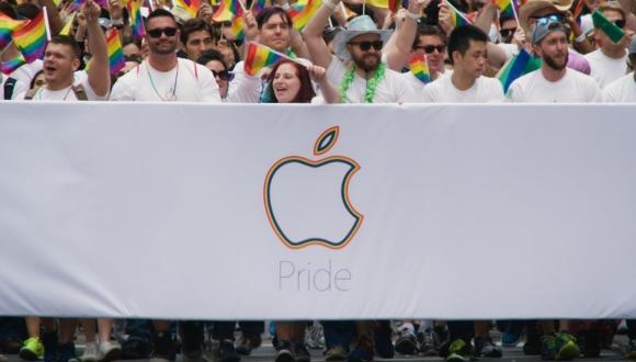 Apple işçiləri LGBT yürüşünə qatıldılar və yeni qayışlı Apple Watch göründü.