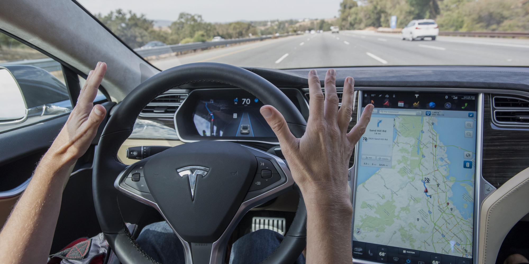Videoları ilə məşhur Tesla sürücüsü Avto-Pilot xətası üzündən həyatını itirdi.