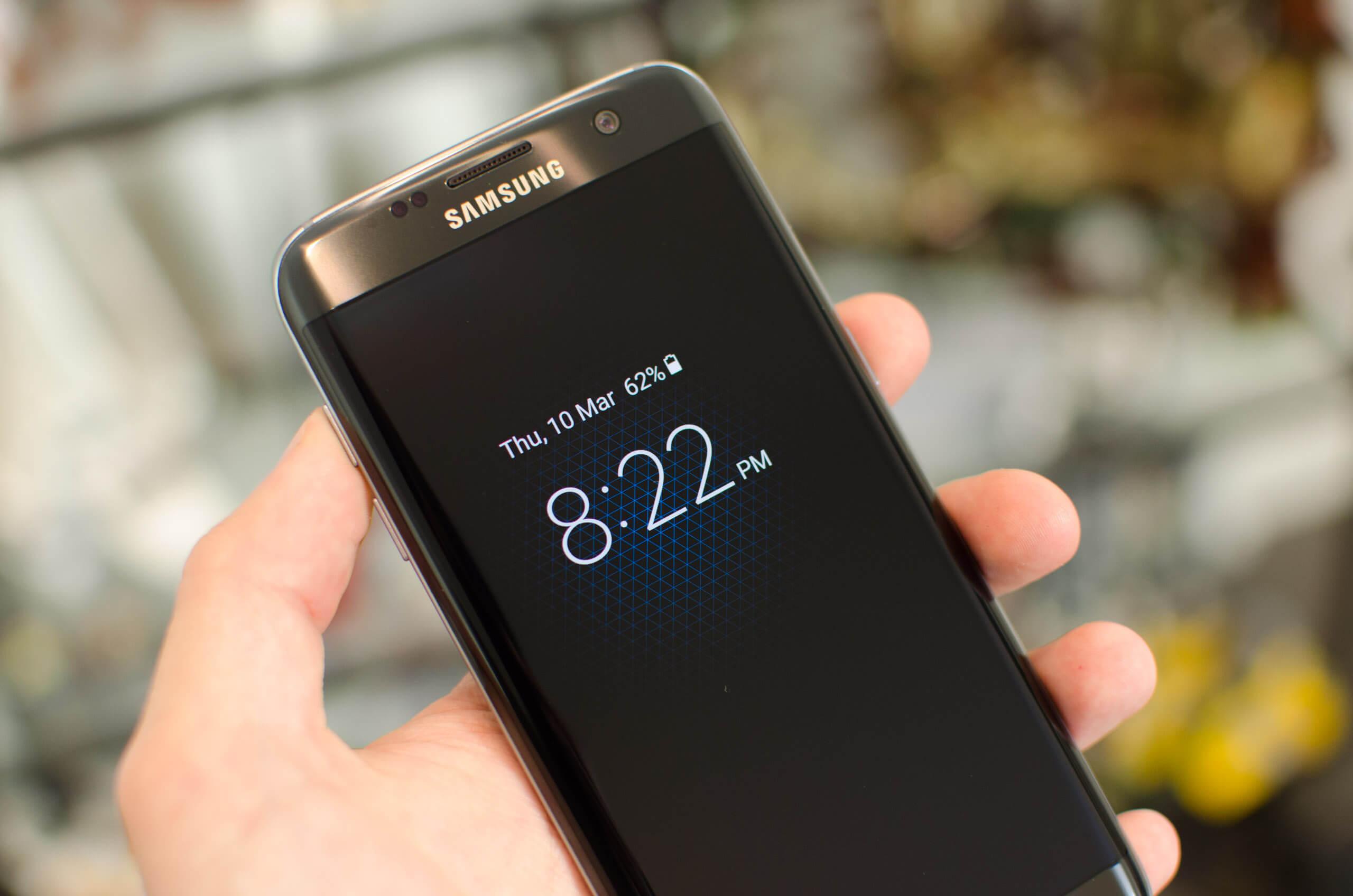 """""""Motorola"""" """"Samsung""""u texnologiya oğurluğu ilə ittiham edir"""