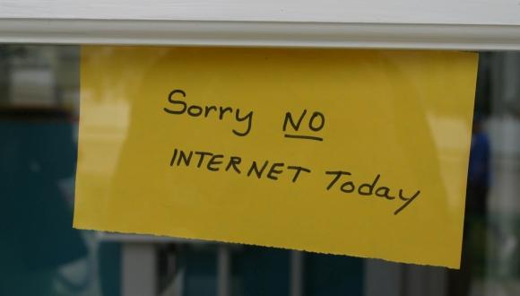 Dünyanın ən böyük kiber hücumu: Bütün dünyanın interneti kəsiləcək!