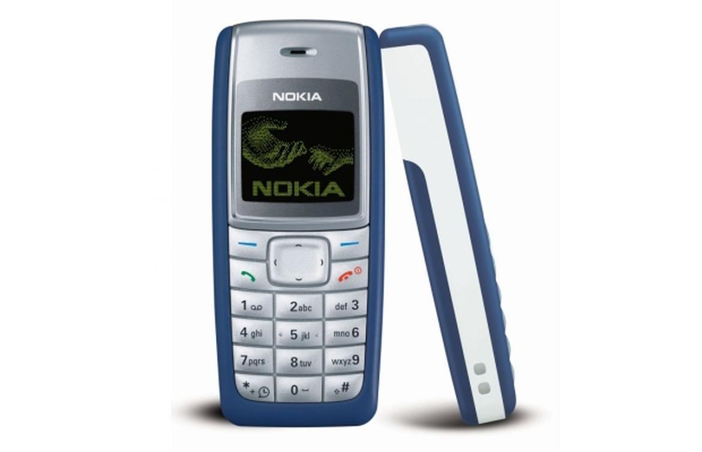Nokia 1100-u hissələrə ayırıb \