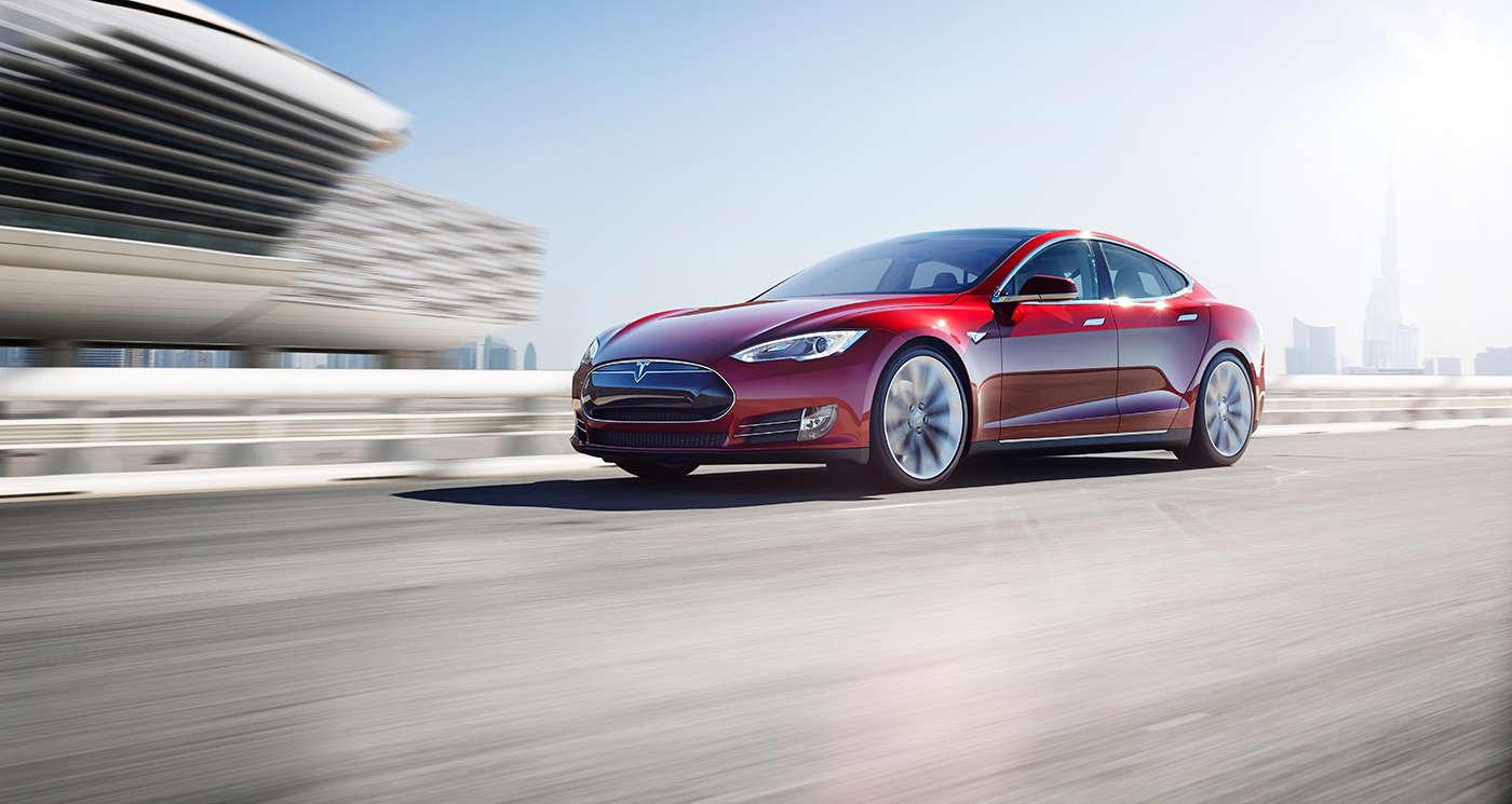 Tesla avtomobilini smartfon vasitəsilə necə oğurlamaq olar? (VİDEO)
