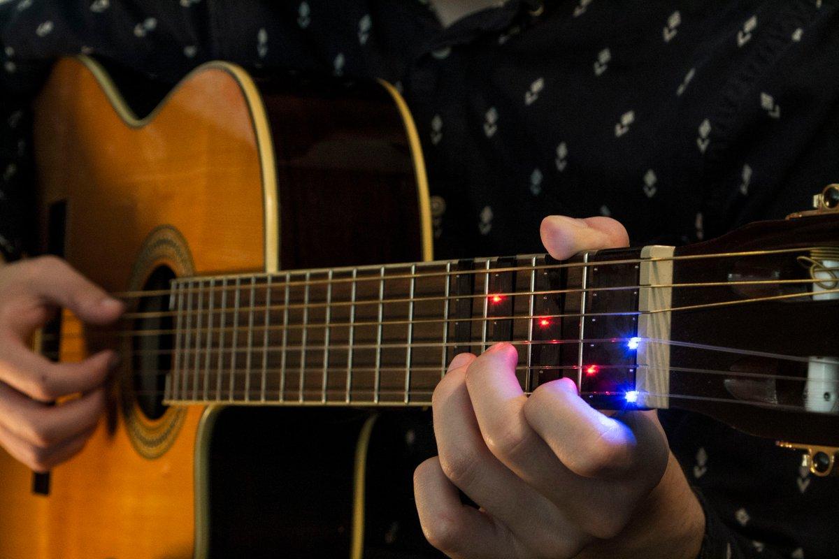 Bu cihaz vasitəsilə insanlar gitarada daha tez və rahat ifa etməyi öyrənəcəklər (VİDEO)