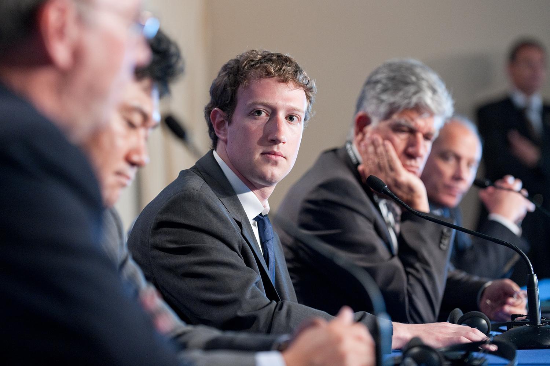 """""""Facebook"""" səhmdarları Mark Zuckerberg-i məhkəməyə verdilər"""