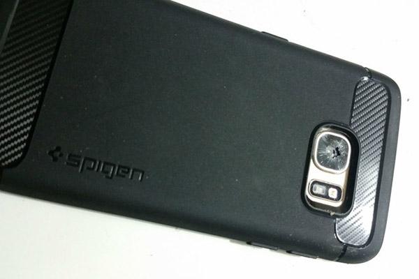 Galaxy S7 telefonunun kamerasının çatlaması xəbərinə Samsung münasibət bildirib