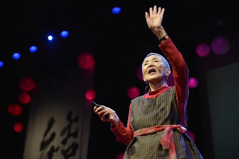 Dünya bu qadından danışır: 81 yaşlı qadın iOS tətbiqi yaradaraq, ən yaşlı iOS developer oldu