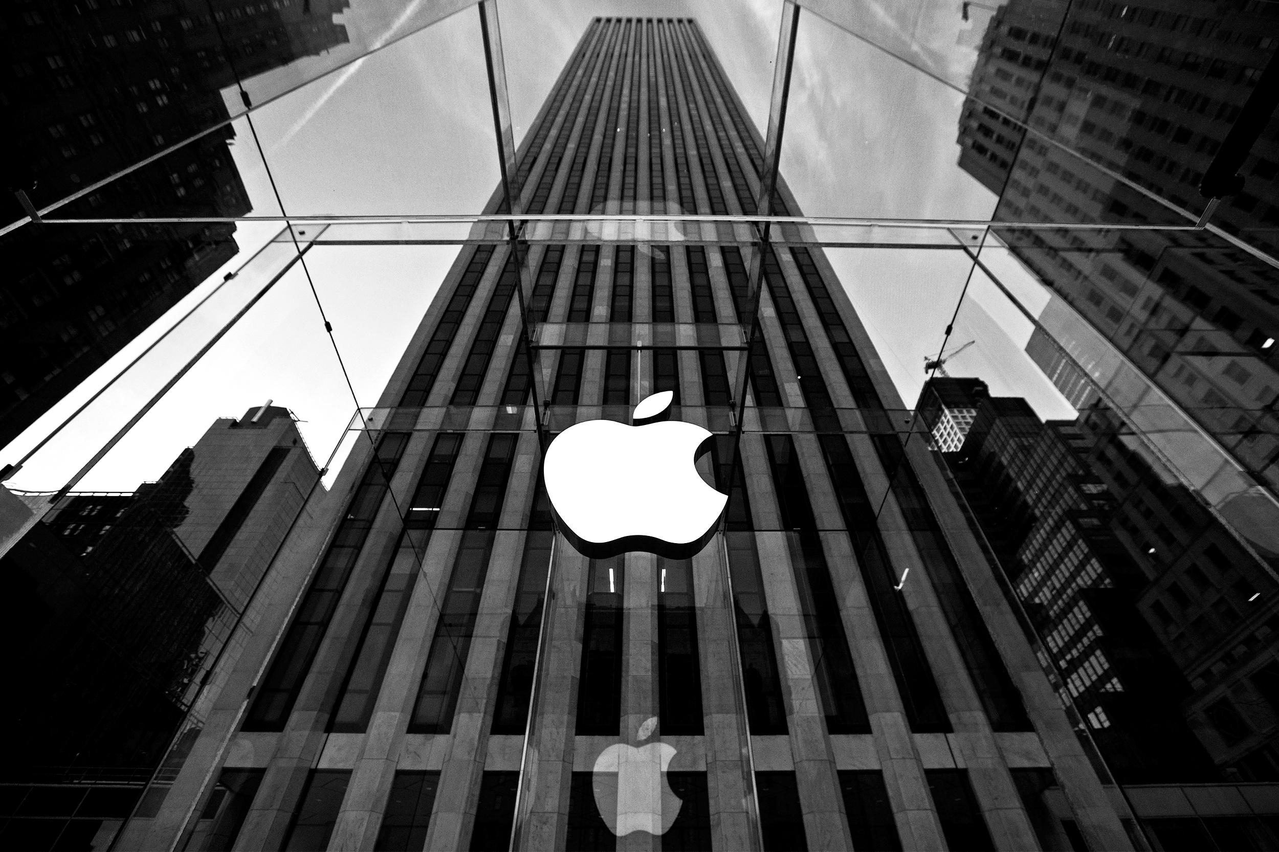 """""""Apple"""", oğurlanmış iCloud hesabları barədə açıqlama verdi"""