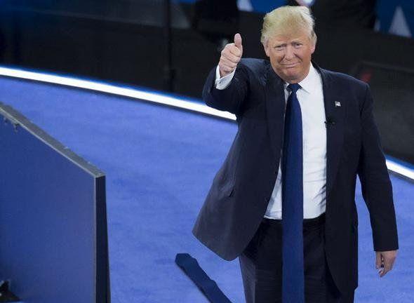 Qırmızı qalstukundan əl çəkə bilməyən Donald Trump-ı hədəf alan 24 maraqlı photoshop işi